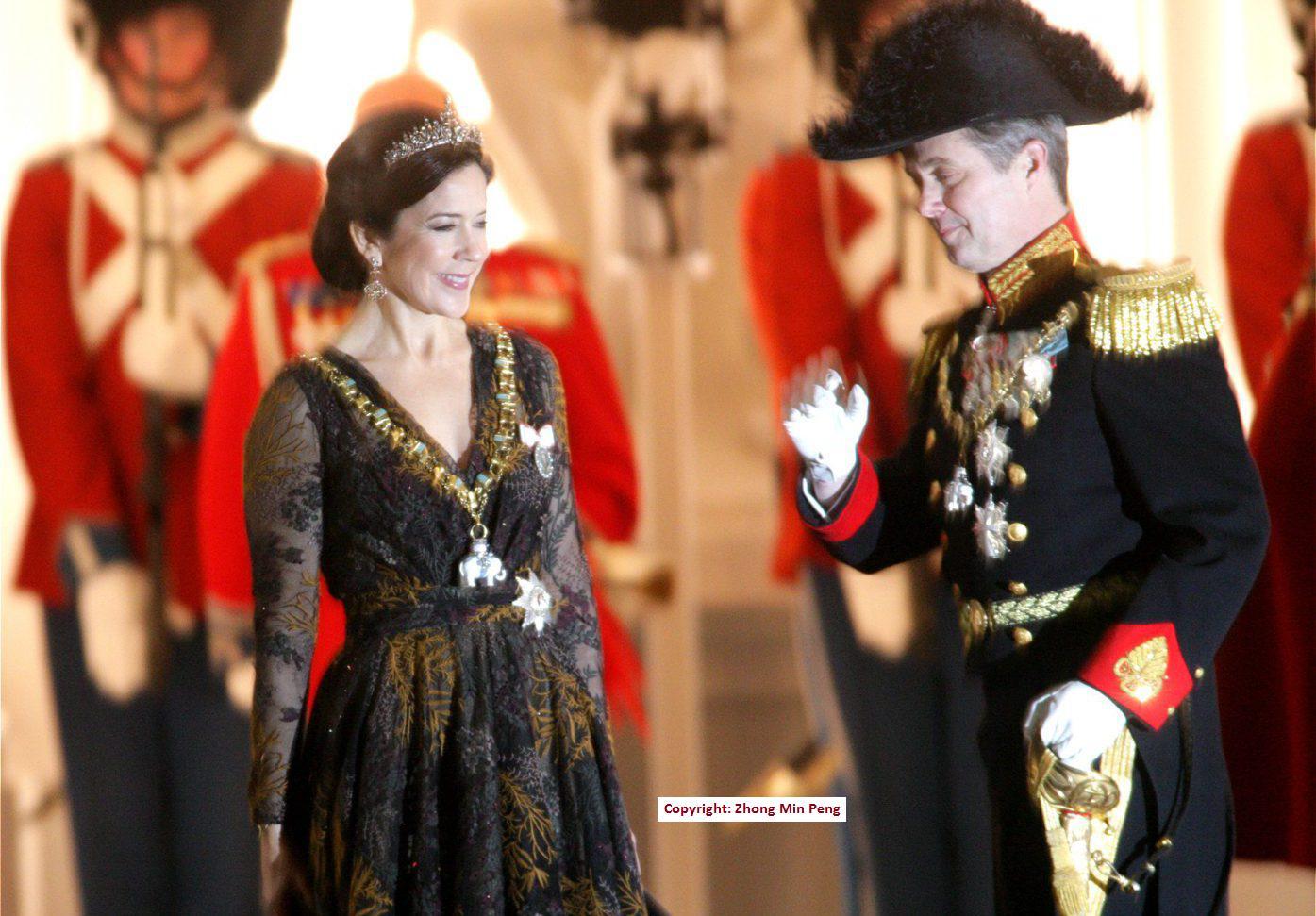 H.K.H. Mary Donaldson og H.K.H Kronprins Frederik i et hyggeligt øjeblik