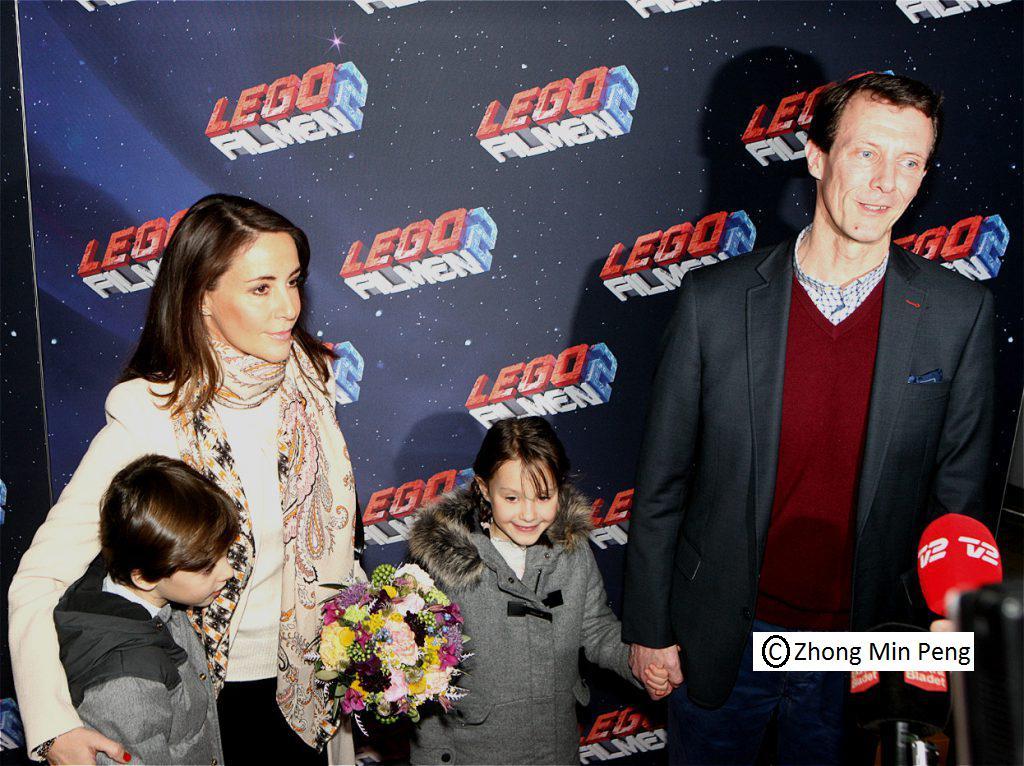 Prins Henrik med Prinsesse Marie Prinsesse Athena i hånd med Prins Joachim