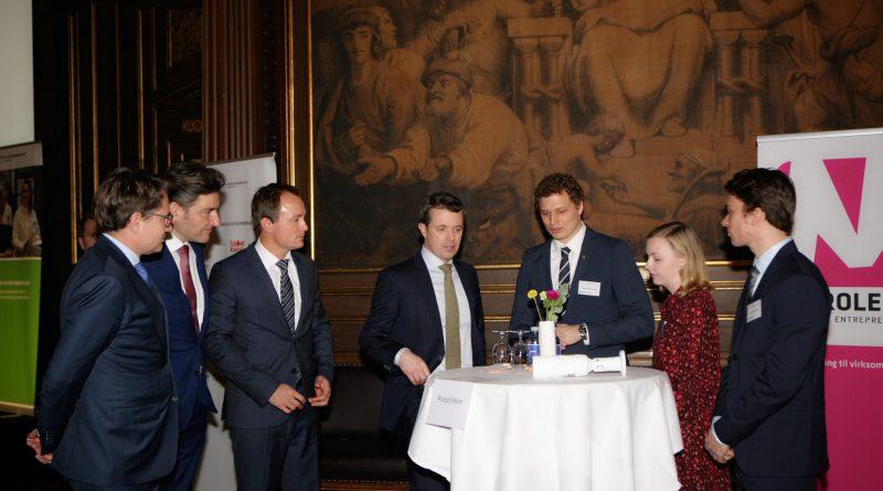 Begge vindere fejrer deres priser sammen med Kronprinsen