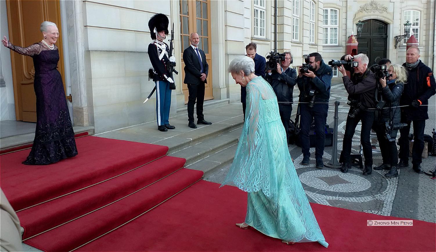HM Dronningen af Danmark modtager HKH Prinsesse Benediktes 75-aars foedselsdag paa den roede loeber