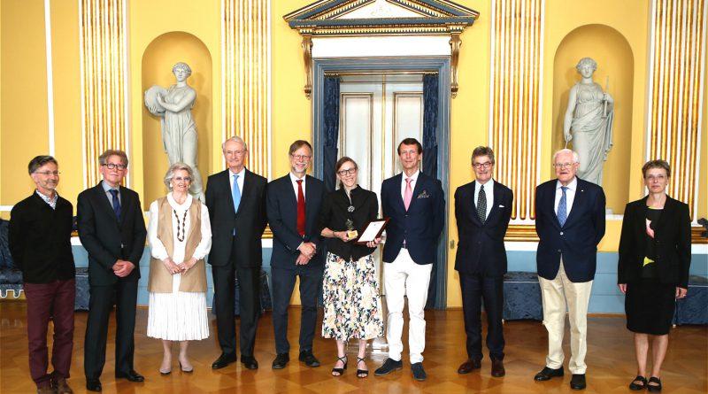 Prins Joachim i midten med Ulla Kjaer