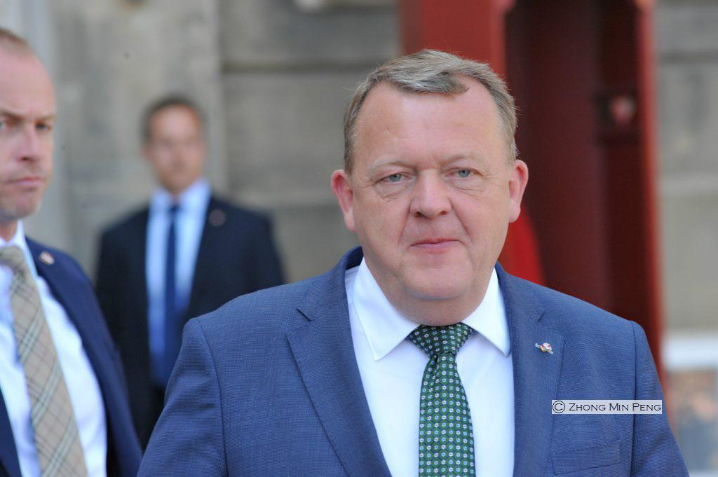 Statsminister Lars Loekke Rasmussen meddeler, at hans regering takker af.