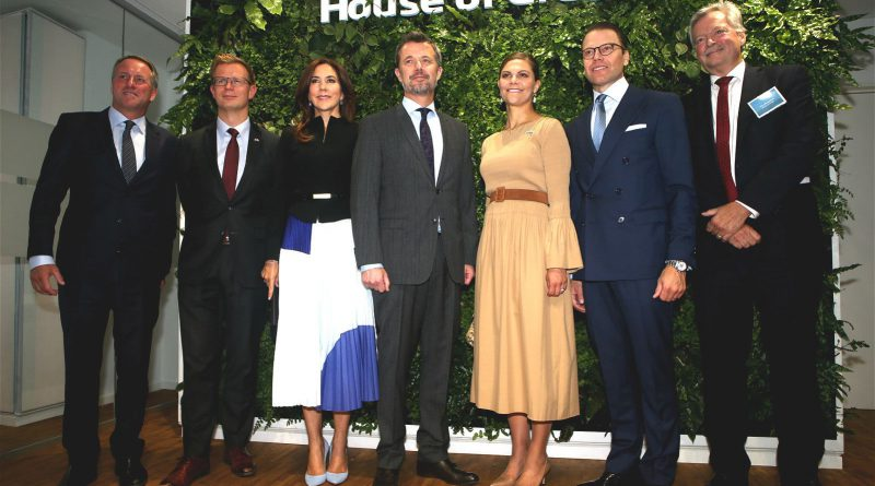Groupphoto of Their Royal Highnesses House of Green