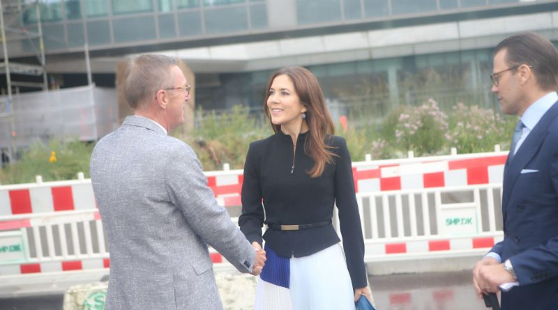 Projectdirector for Northwing Henrik Eriksen received the Royals