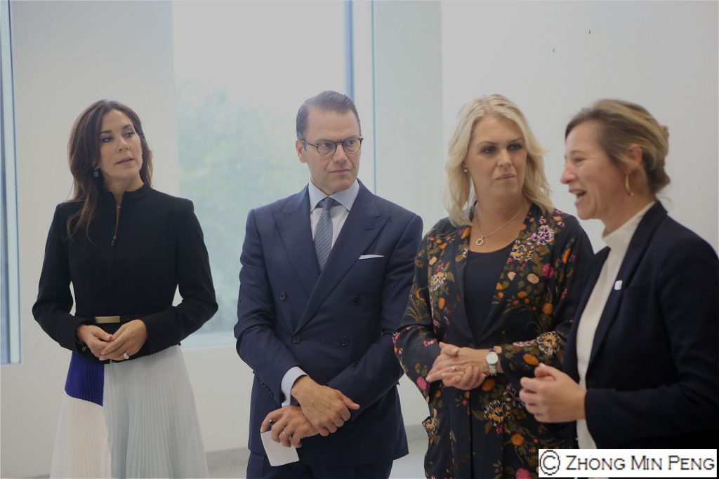 Their Royal Highnesses Crownprincess Mary og Prince Daniel in dialogue
