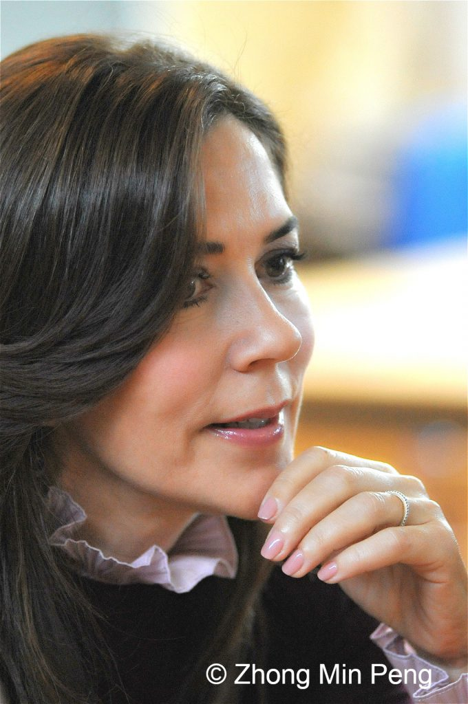 Crownprincess Mary of Denmark concentrates