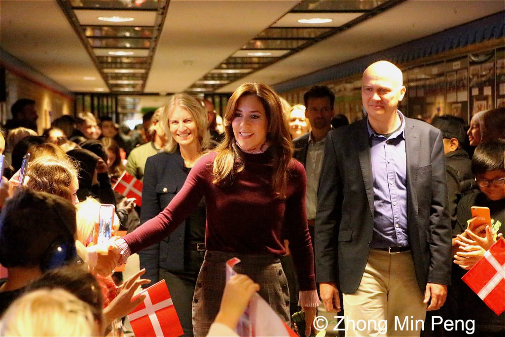 Crownprincess Mary of Denmark greets the students