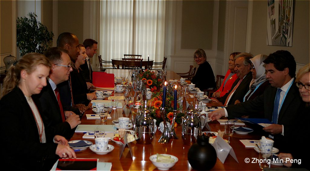 Prime Minister and Secretary of General in a dinnermeeting