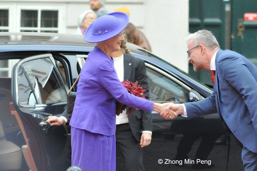Her Majesty greets Director of National Museum Rane Willerslev