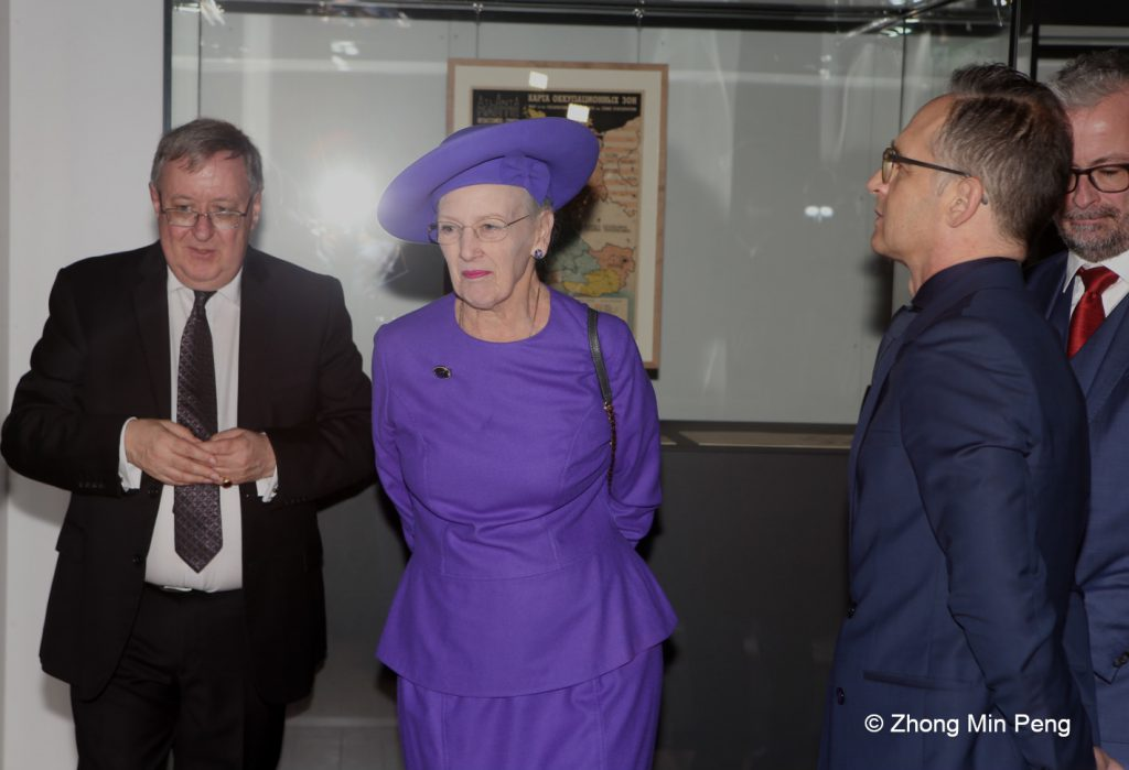 Her Majesty the Queens guided tour in the exhibition Germany Participants