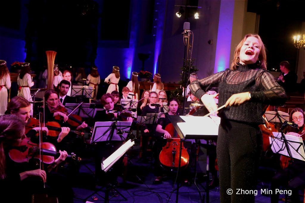 Dirigent med pigekor