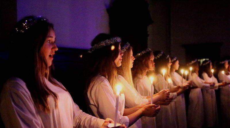 Sankt Annae Pigekor med levende lys