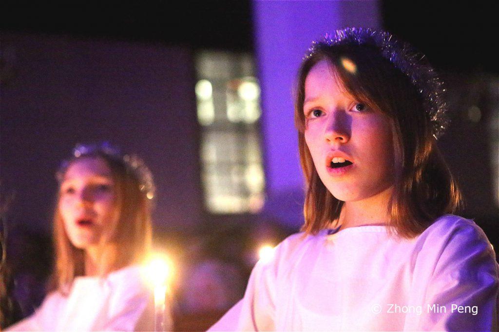 To unge piger fra Sankt Annae Pigekor