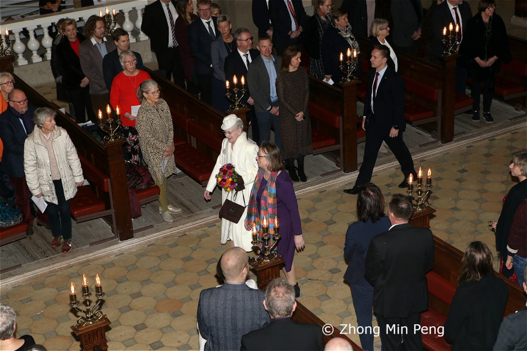 Dronningen af Danmark er til stede ved festgudstjeneste i anledning af 100-aaret
