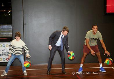 Kronprinsen overvaerede dernaest en basketballkamp i Testcentrets arena, som er en lille multisal