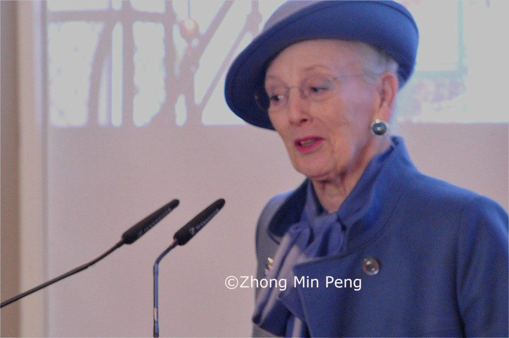 Efterfolgende erklaerede Majestaeten det nye museum for aaben