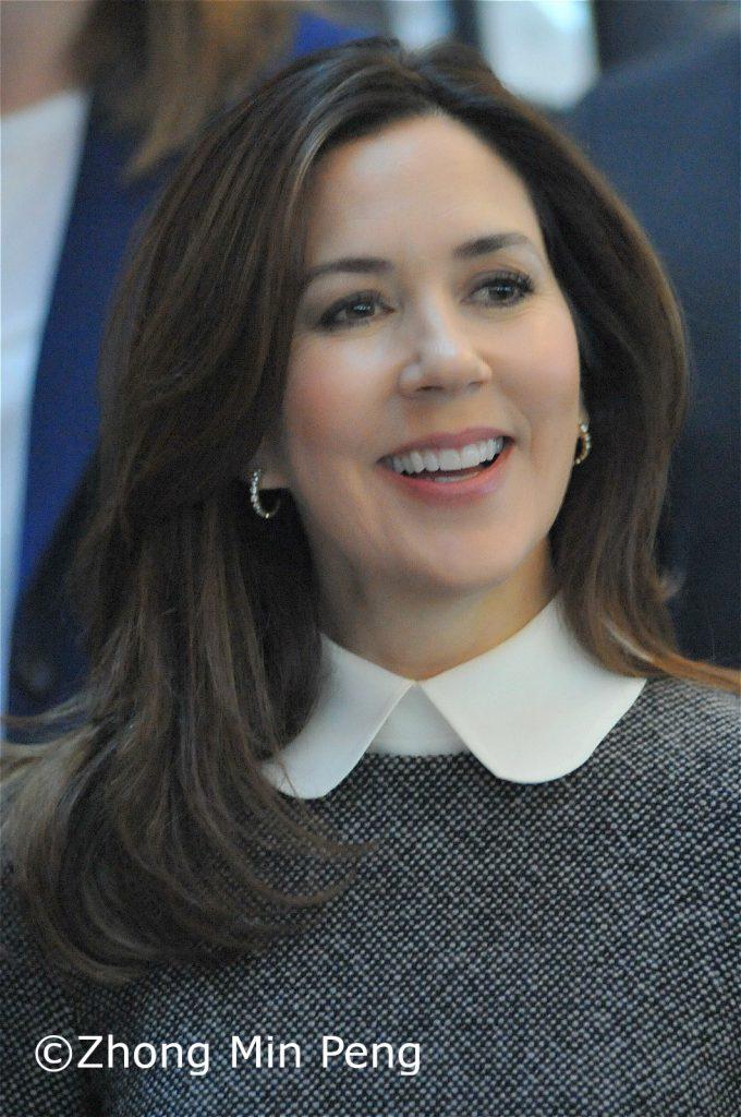 Kronprinsessen Mary af Danmark glad efter overraekkelse af EliteForsk