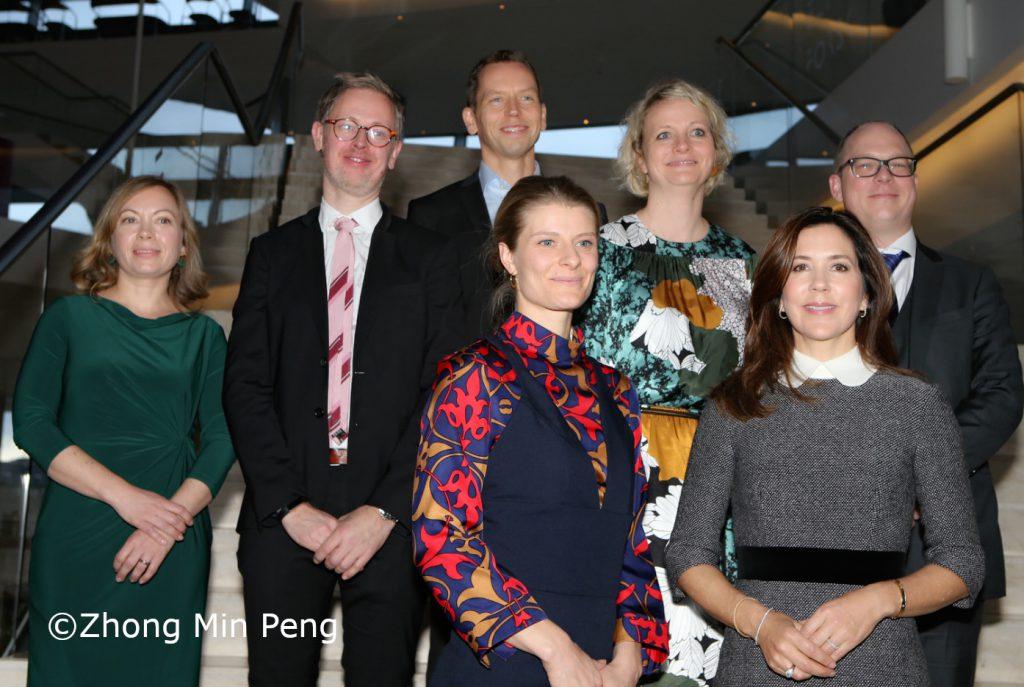 Kronprinsessen sammen med undervisnings- og forskningsministeren samt de fem modtagere af EliteForsk-prisen.