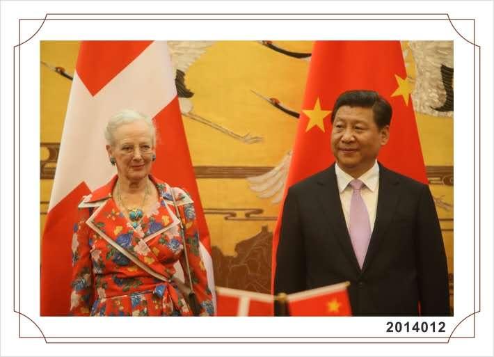 H. M. Dronningen med kinesisk repraesentant