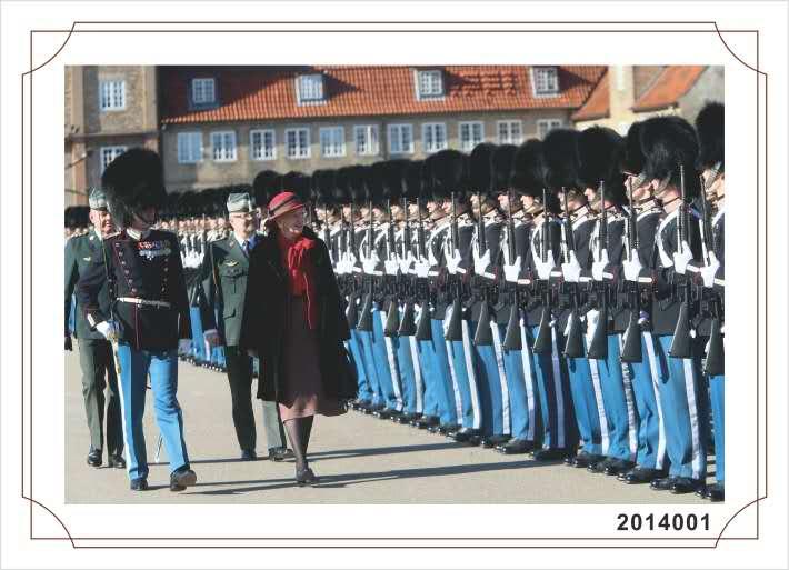 H. M. Dronningen Inspicerer gardere