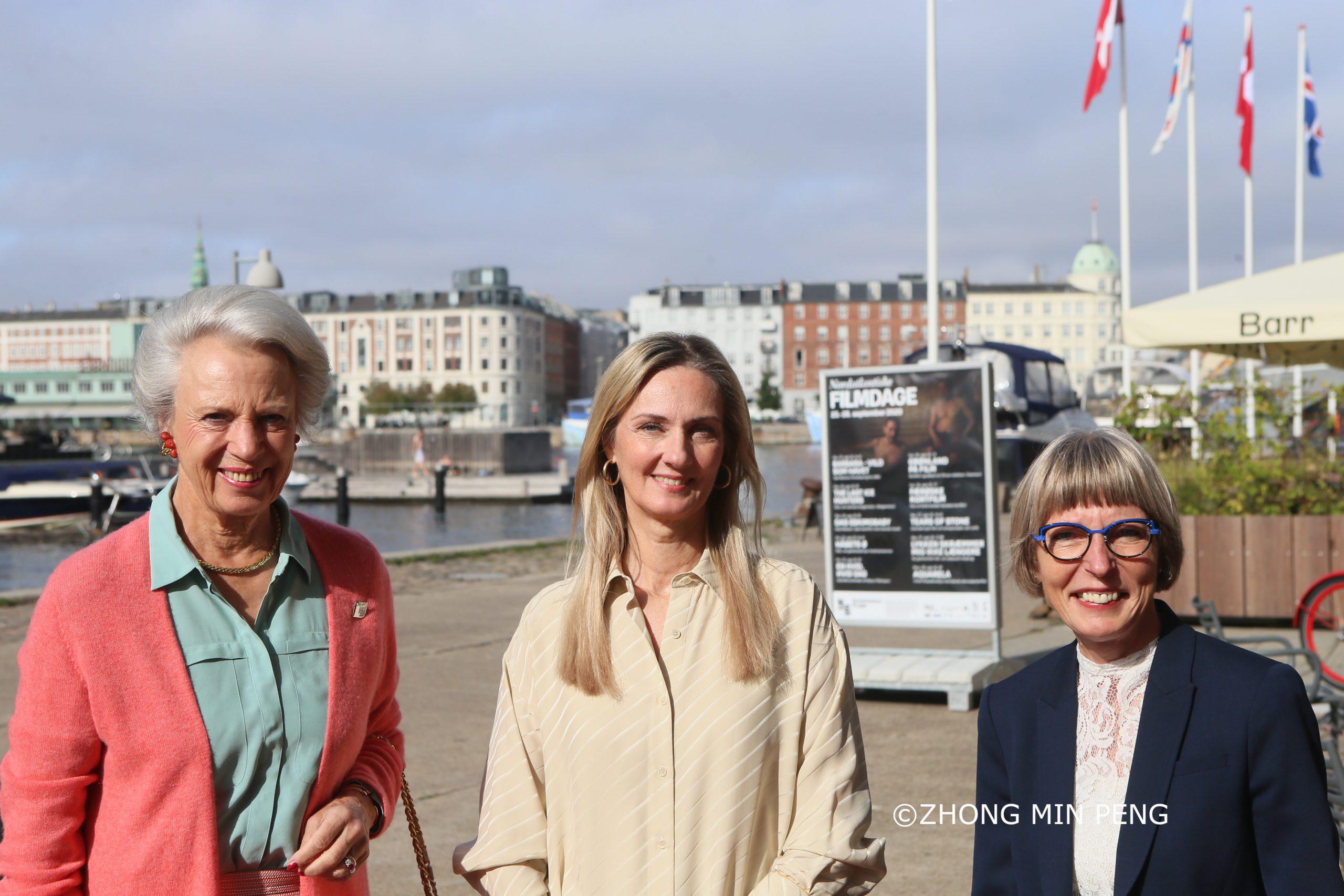 Et Medlem af Dansk Kongehus Besøger Udstilling