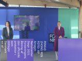Billedet indeholder tre personer ved naturcenter amager